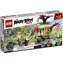 LEGO Angry Birds Stealing eggs on bird...