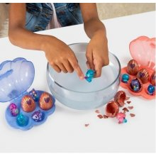 Spin Master Egg shell figures Hatchimals...